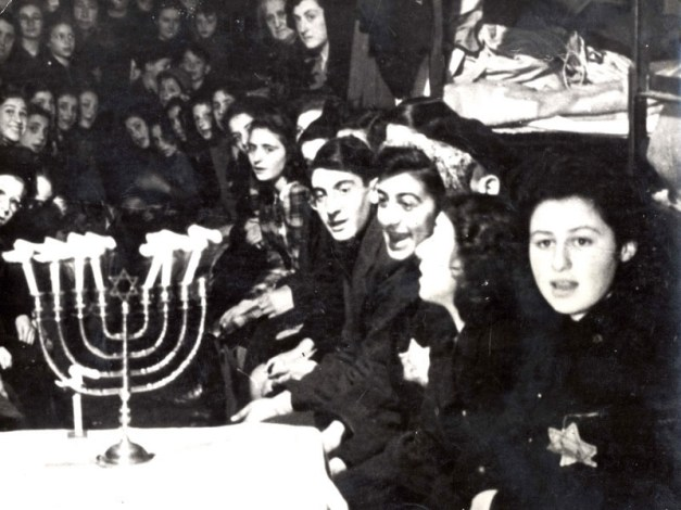 chanukah-westerbork-transit-camp-in-december-19431