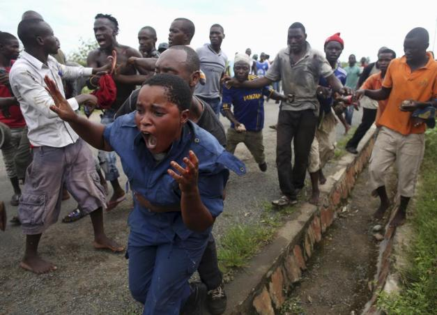Protesters attack a female police officer accused of shooting a protestor in the Buterere neighbourhood of Bujumbura
